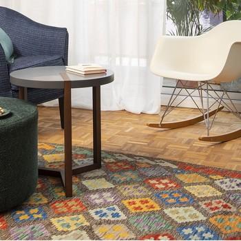 """[ La couleur à vos pieds ] Depuis quelques semaines, vous pouvez découvrir dans nos boutiques (et exclusivement en boutiques) de très beaux tapis de laine tissée. Graphique-géométrique ou ethnique-coloré mais tous uniques, ils ajoutent de la couleur et du confort tout en mettant en valeur la mise scène et l'ambiance """"comme à la maison"""" de nos boutiques. Nous sommes ravis de voir qu'ils remportent un vrai succès, ce qui nous encourage à continuer nos recherches pour vous proposer de beaux produits complémentaires à notre offre maison. #toilesdemayenne  #tapistoilesdemayenne #rideauxtoilesdemayenne #rideaux #rideau #surmesure #rideauxsurmesure #colorthérapie #savoirfairefrançais #epv #décorationintérieure #decoration #homedecor #homeinspiration #home #homesweethome #interiorliving #architectureintérieure #êtrebienchezsoi"""
