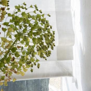 [ Unique ] Complètement sur-mesure, la fabrication des stores occupe plusieurs personnes dans l'atelier. En fonction des finitions choisies, du tissu sélectionné de la taille des fenêtres, les gestes et la conception sont pour chaque projet réinventés. Mais grâce à ces savoir-faire, le resultat est magnifique. #manufacturetoilesdemayenne #storestoilesdemayenne #rideauxtoilesdemayenne #rideaux #rideau #surmesure #rideauxsurmesure #colorthérapie #savoirfairefrançais #epv #upholstery #décorationintérieure #decoration #homedecor #homeinspiration #home #homesweethome #interiorliving #architectureintérieure #êtrebienchezsoi
