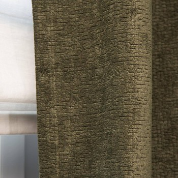 [ Velours ] De tout temps associé à l'opulence et au luxe, le velours fait un retour remarqué dans la décoration intérieure qu'il réchauffe en un clin d'oeil. Chaleureux, tactile, et donnant de la profondeur aux coloris, la tendance est maintenant aux velours texturés particulièrement faciles à vivre. Ce tissu intemporel sera choisi pour les rideaux ou le canapé, ou bien pour recouvrir un fauteuil ou un pouf. Il s'intègre aussi facilement dans les décors classiques, modernes ou épurés et contribue efficacement à l'atmosphère chaleureuse d'une pièce dont il améliore l'acoustique. #toilesdemayenne  #fabricationfrançaise #milordtoilesdemayenne #velours #rideauxtoilesdemayenne #rideaux #rideau #surmesure #rideauxsurmesure #colorthérapie #savoirfairefrançais #epv #décorationintérieure #decoration #homedecor #homeinspiration #home #homesweethome #interiorliving #architectureintérieure #êtrebienchezsoi