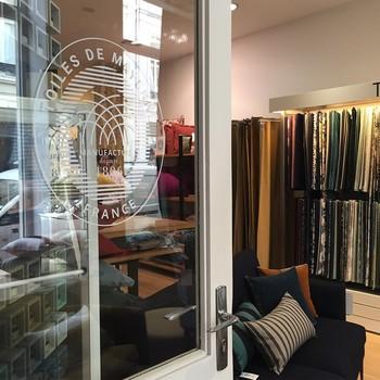 [ Nouvelle adresse ] C'est dans le vieux Lille, au 18 rue masurel, que Toiles de Mayenne a choisi de s'implanter. N'hésitez pas à venir découvrir cette chaleureuse boutique, où Pauline et Stéphanie sauront vous accompagner de leur expertise pour finaliser la partie textile de votre intérieur. Si vous êtes de la région, ou avez des amis dans le Nord, partagez cette publication en Story pour nous aider à faire connaitre cette nouvelle boutique. Merci #manufacturetoilesdemayenne #rideauxtoilesdemayenne #lille #lillemaville #lillefrance #vieuxlille #rideaux #rideau #surmesure #rideauxsurmesure #colorthérapie #savoirfairefrançais #epv #décorationintérieure #decoration #homedecor #homeinspiration #home #homesweethome #interiorliving #architectureintérieure #êtrebienchezsoi
