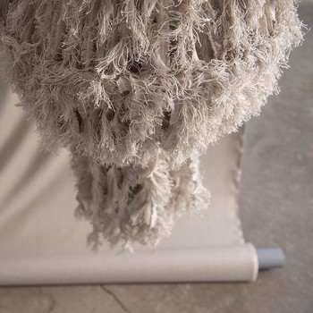 [ Inspiration Créative ] Noble, élégante et bénéfique, le lin est une matière qui inspire autant les professionnels de la décoration que les artistes qui travaillent le textile. Encore quelques jours et nous aurons le plaisir de vous dévoiler dans notre Showroom place des Victoires, 5 oeuvres inédites de Marion Breton et Sylvie Breton @idtextile créées avec nos lisières de tissage pour la @parisdesignweek . #manufacturetoilesdemayenne #lin #arttextile #idtextile #chandelier # upcycledtextile #arttextilecontemporain #fiberart #parisdesignweek #masteroflinen #linfrançais #jaimelelin #savoirfairefrançais #epv #upholstery #décorationintérieure #decoration #homedecor #homeinspiration #home #homesweethome #interiorliving #architectureintérieure #êtrebienchezsoi