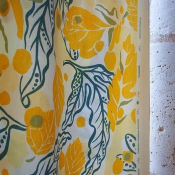 """[ Imprimé Canopée ] @parisdesignweek , du 9 au 18 Septembre, Toiles de Mayenne présente 5 place des Victoires sa nouvelle collection de tissus d'ameublement, """"Poétique Alchimie"""". En photo : Canopéé. Lors de cette semaine dédiée à la décoration, 5 Lustres-sculptures inédits, spécialement créés par l'atelier @idtextile avec nos à-côtés de tissages de Lin, sont dévoilés. Il vous reste quelques jours pour venir découvrir notre installation.#arttextile #idtextile #chandelier # upcycledtextile #arttextilecontemporain #fiberart #parisdesignweek #toilesdemayenne  #fabricationfrançaise #confectionsurmesure #tissudavesnieres #rideauxtoilesdemayenne #rideaux #rideau #surmesure #rideauxsurmesure #colorthérapie #stores #storesurmesure#savoirfairefrançais #epv #décorationintérieure #decoration #homedecor #homeinspiration #home #homesweethome #interiorliving #architectureintérieure #êtrebienchezsoi"""